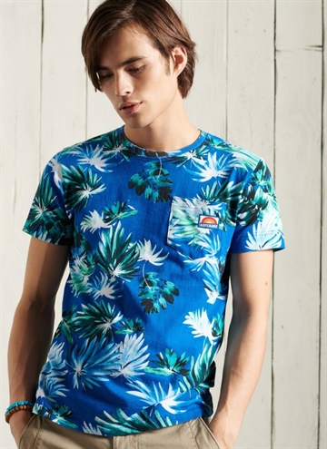 AOP Pocket T-Shirt fra Superdry i farven Brush Palm Blue